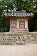 Small house used for studying by the prince. Changdeokgung Palace. Seoul, South Korea. - Photo #21533