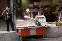 Street food is extremely popular in Seoul, South Korea. - Photo #21106