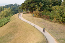 Seoul's Olympic Park boasts many walking trails that are popular with park visitors. - Photo #21690