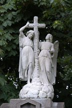 Statue of angels and cross at Lake View Cemetery. Cleveland, Ohio, USA - Photo #4223