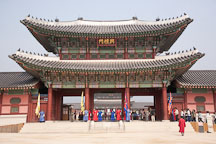 Changing of the guard at Gyeongbok Palace in Seoul, South Korea. - Photo #20923