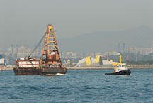 Tugboat pulling barge. Victoria Harbor, Hong Kong, China. - Photo #15623
