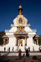 Buddhist worshippers at the National Memorial Chorten. Thimphu, Bhutan. - Photo #22866