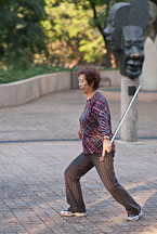 Tai Chi exercise with sword. Kowloon park, Hong Kong, China. - Photo #14724