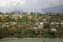 Houses in Wangdue on the bank of the Punak Tsang Chhu. - Photo #23865