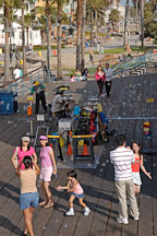 Bubble machine on the Santa Monica pier. Santa Monica, California, USA. - Photo #7025