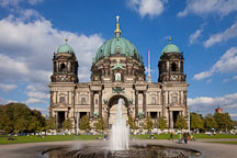 Fountain in front of the Berliner Dom. Berlin, Germany - Photo #30625