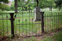 Metal gate at Dallas Pioneer Park Cemetery. - Photo #24793