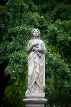 Statue of woman at Dallas Pioneer Park Cemetery. - Photo #24782