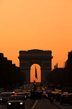 Red light at sunset on the Arc de Triomphe. Paris, France. - Photo #31129