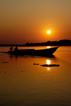 Silhouette of boat and driver at sunrise. Madre de Dios river,  Amazon, Peru. - Photo #8929