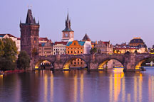 Dusk at the Charles Bridge. Prague, Czech Republic. - Photo #29930