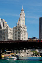Bridge over the Chicago river and the Wrigley Building. Chicago, Illinois, USA. - Photo #10831