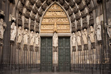 Old and new testament figures on the sides of the hauptportal. Cologne Cathedral, Germany. - Photo #30718