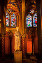 Statue of Louis IX in the lower chapel of Sainte Chapelle. Paris, France. - Photo #31432
