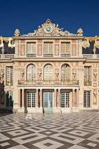 Marble court and Palace of Versailles. Versailles, France. - Photo #31751