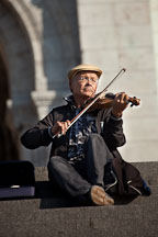 Violinist playing music on the steps of the Sacre-Coeur. Paris, France. - Photo #31862