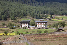 Farmhouses in Phobjikha Valley. - Photo #23734