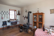 Kitchen and stove. Point Loma Lighthouse, San Diego. - Photo #26034