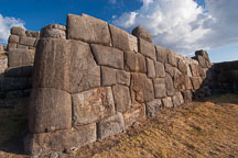 The stone walls at Sacsayhuaman are made from interlocking blocks. - Photo #9534