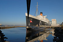 Queen Mary and Russian submarine B-427 Scorpian. Long Beach, California, USA. - Photo #8536