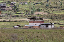 Farmhouse on the edge of the valley floor. Phobjikha Valley, Bhutan. - Photo #23837