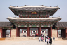 Geunjeongmun is one of three entrance gates to Gyeongbok Palace in Seoul, South Korea. - Photo #20938