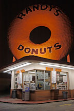 Randy's donuts at night. Los Angeles, California, USA. - Photo #6739