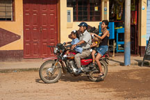Mother and children riding a motorcycle taxi. Puerto Maldonado, Peru - Photo #9040