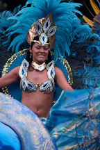 Dancer with blue feathers. Carnaval's grand parade. San Francisco. - Photo #1141