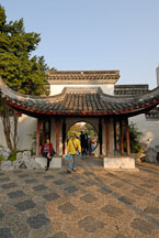 Gateway from Guibi to Fui Sing Pavilion. Kowloon walled city park. Hong Kong. - Photo #15541
