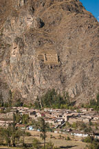 Town of Ollanta and Pincuylluna ruins. Sacred Valley, Peru. - Photo #9141