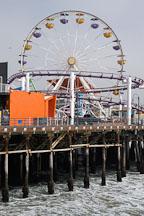 Ferris wheel at Santa Monica Pier on an overcast day. Santa Monica, California, USA. - Photo #3346