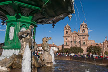 Fountain in Plaza de Armas and Iglesia de la Compania de Jesus. Cusco, Peru. - Photo #9246