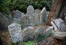 Rows of gravestones. Old Jewish Cemetery, Prague, Czech Republic. - Photo #29547