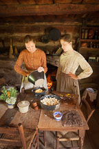 Pioneer cooking in dutch ovens. - Photo #32951