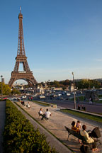 Parisians sitting on benches by the Eiffel Tower. Paris, France. - Photo #30852