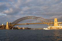 Sydney Harbour bridge, late afternoon. Sydney, Australia. - Photo #1452