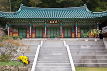 Donghaksa Temple is an institute for Buddhist nuns situated in the middle of beautiful Gyeryongsan National Park. - Photo #20755
