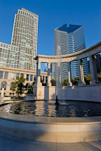 Wrigley Square and Millennium Monument, early morning. Millennium park, Chicago, Illinois, USA. - Photo #10755