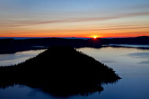 Sunrise over Wizard Island. Crater Lake NP, Oregon. - Photo #27558