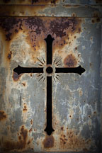 Rusted iron cross window slits. Pere Lachaise Cemetery, Paris, France. - Photo #31406