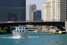 Boat on the Chicago river. Chicago, Illinois, USA. - Photo #10760
