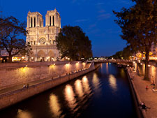Notre Dame de Paris from the Seine. Paris, France. - Photo #31362