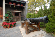 Cannon outside of the almshouse. Kowloon walled city park. Hong Kong. - Photo #15569