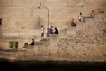 Parisians on the steps to the Seine. Paris, France. - Photo #31307