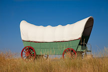 Covered wagon in Eastern Oregon. - Photo #27674