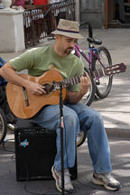Musician playing a guitar. Third street promenade, Santa Monica, California, USA. - Photo #6975