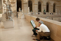 Teacher and student drawing at the Louvre. Paris, France. - Photo #31075