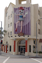 Ballerina clown by Jonathan Borofsky. Rose Avenue, Venice, California, USA. - Photo #6926